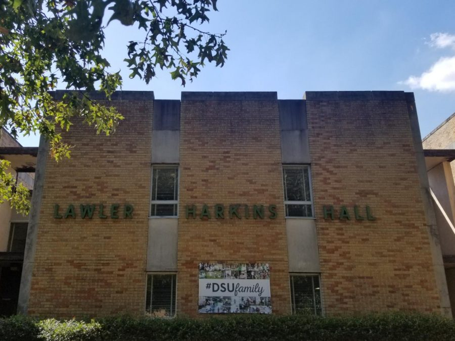 In+front+of+Delta+State%27s+Lawler-Harkins+dorm.