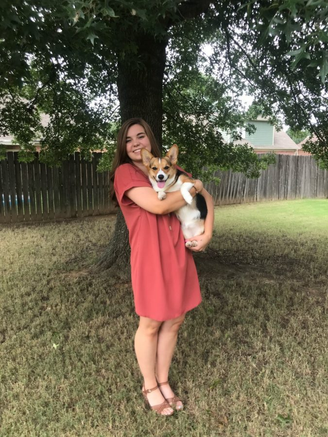 Carson Wiseman poses with her corgi. Photo credit: Wiseman